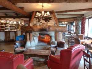 dining-room-182923_640