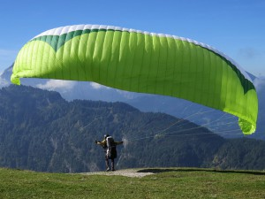 paragliding-441880_640
