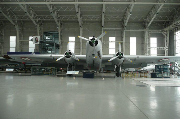 hangar-945995_1280
